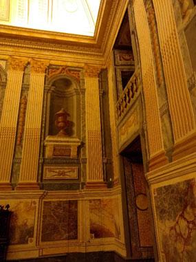 Restitution du décor  Chapiteaux, colonnes, marbres…